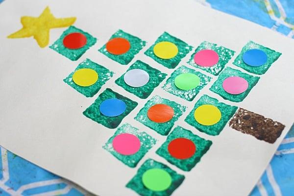 Christmas Tree Crafts: Shape Christmas Tree Sponge Painting